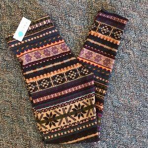 NWT knit patterned leggings